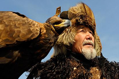 Fauconnier-avec-son-oiseau
